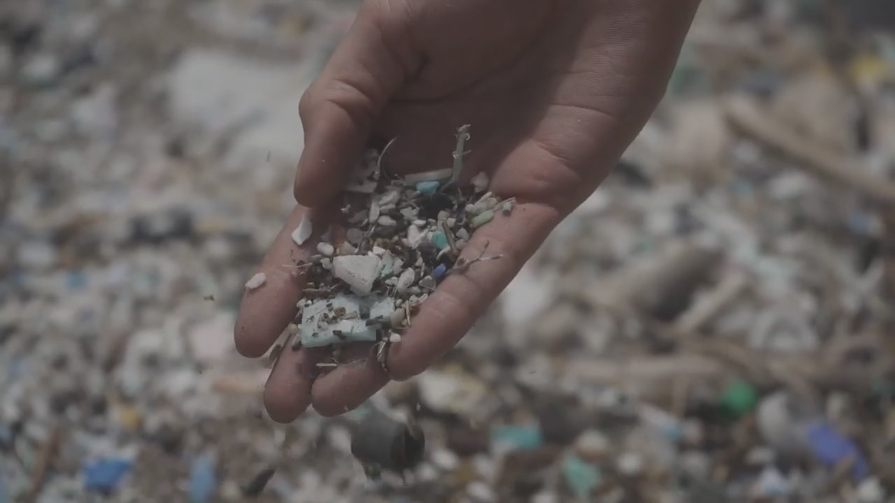 Students Invent a Vacuum Cleaner to Rid Beaches of Microplastics