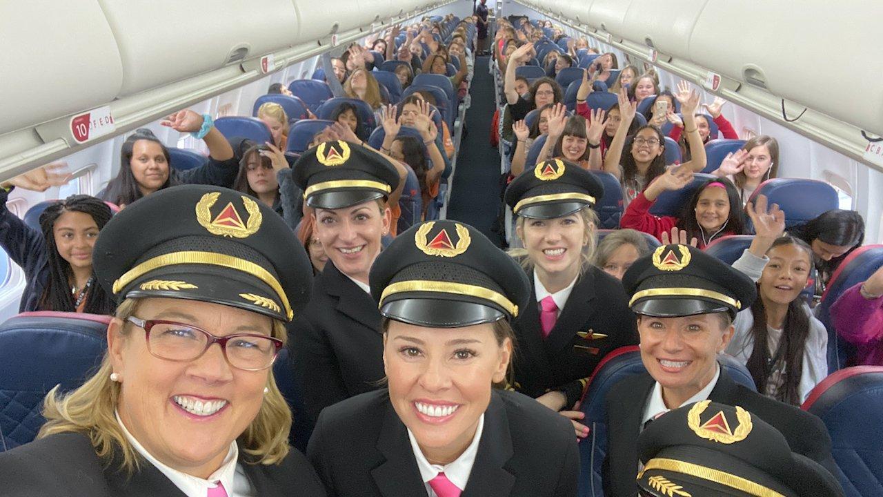 Female Flight Crew Flies 120 Girls To NASA To Inspire Female Aviators