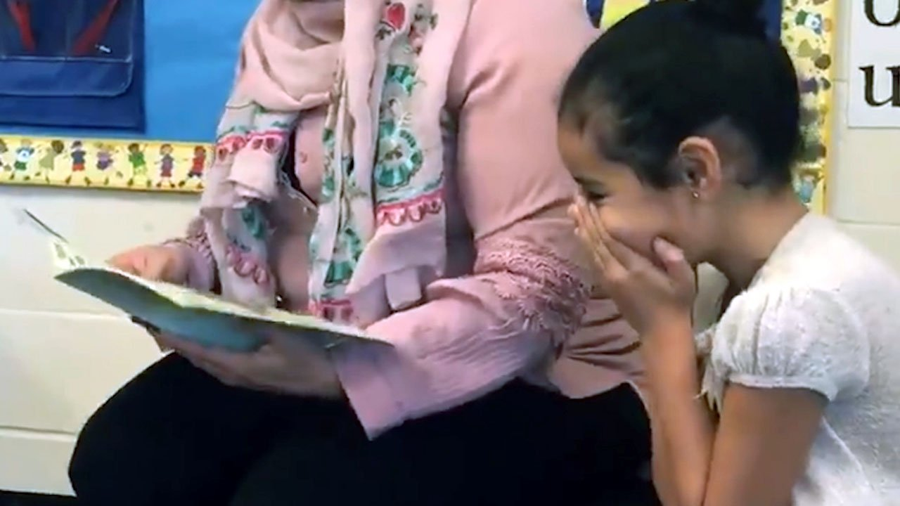 Teacher Lets Mom Read to Class in Her Native Language