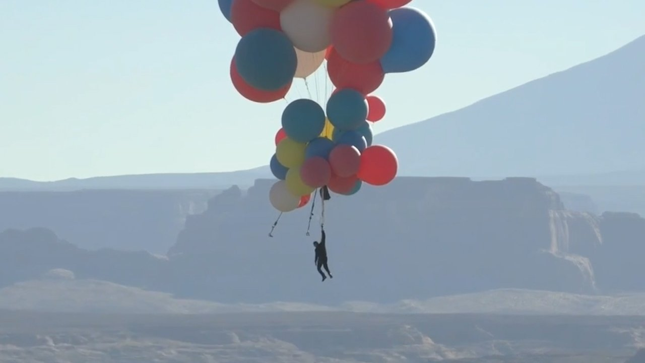 David Blaine Floats To 24,000 Feet With Helium Balloons