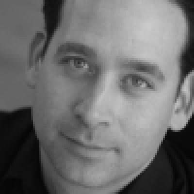 Steve Zee Headshot