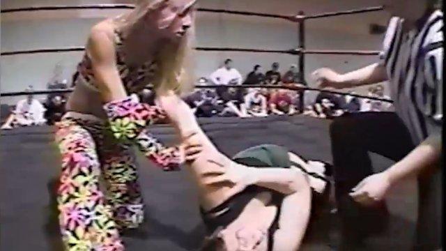 Daizee Haze vs Mickie Knuckles - 11.21.03