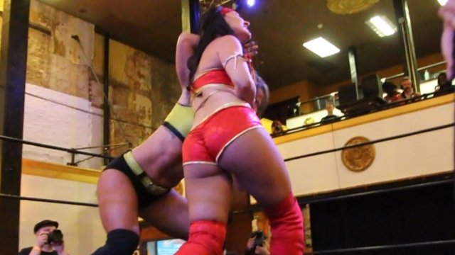 Battle Club Pro - Santana Garrett vs Kylie Rae