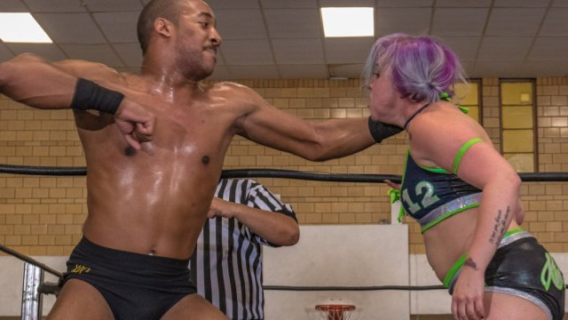WOW Warriors of Wrestling: Darius Carter vs Kimber Lee (Intergender)