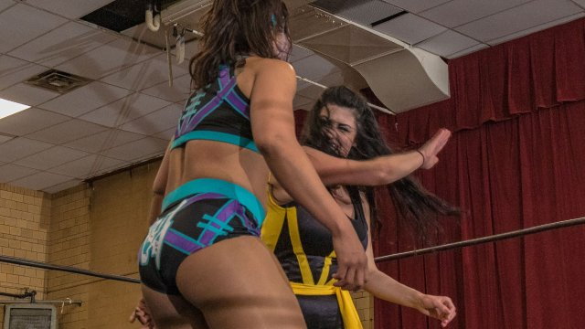 WOW - Holidead vs Nikki Addams