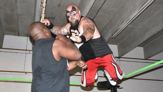 07/09/16  - Ruckus (C) Vs Shatter - ACW Heavyweight Championship