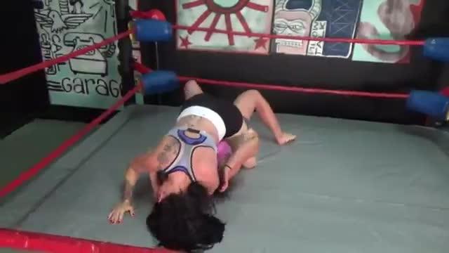 Alexis Rain vs Raven Submission Match!