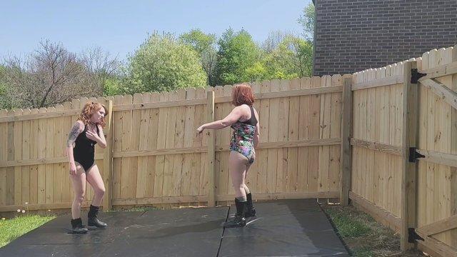 Scarlet The Harlot vs Jessie Belle Hair Pull Match!