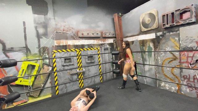 Salina De La Renta vs Aria Blake