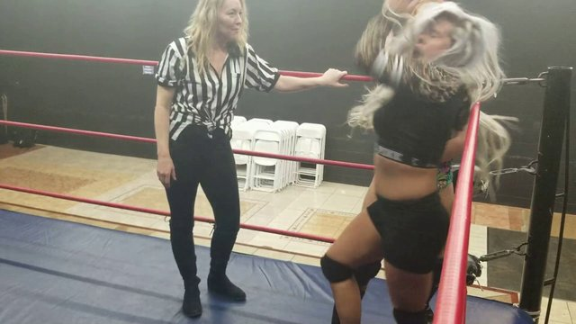 Jessie Belle vs Barbi Hayden With Amber O'neal as ref