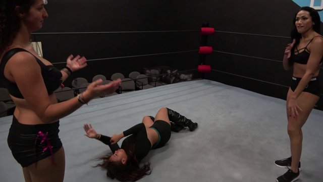 Salina De La Renta and Sophia vs Kaci Lennox
