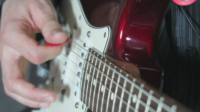 How To Hold A Lead Guitar Pick II