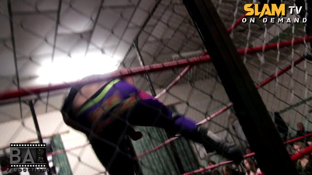 Slam Wrestling - Steel Cage Show | Match 3 | Lucas Casmere v Lucky Bowden