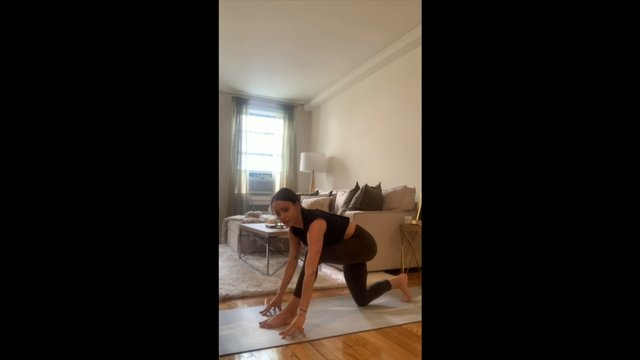 Yoga with Amanda focusing on shoulders and chest (no music)