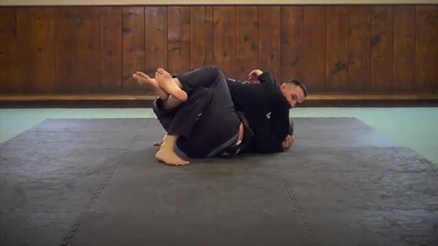 BJJ Technique #17 Toe Walk Pass From Half Guard