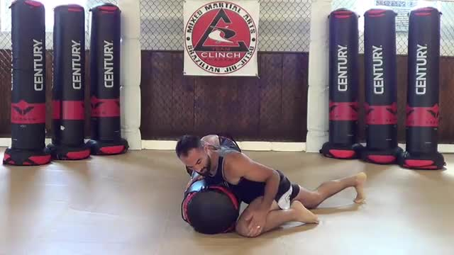 Bag Drills / Cross body to knee on belly
