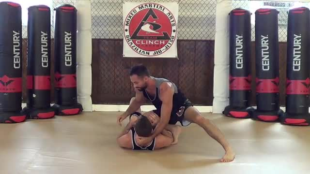 Bag Drills / Knee on belly switch