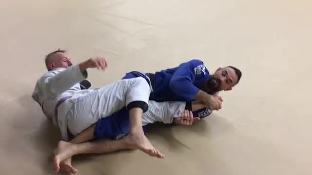Low Side Knee Bar from Knee on Belly to Texas Clover Leaf