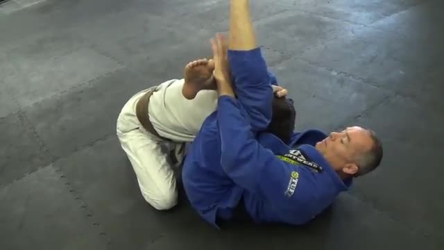 Triangle Choke > Details How to Tighten the submission