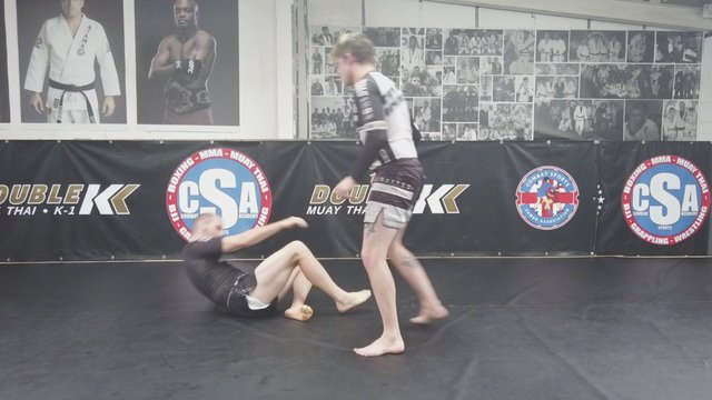 Single Leg Takedown > RNC Grip Pipe Run > Knee Tap