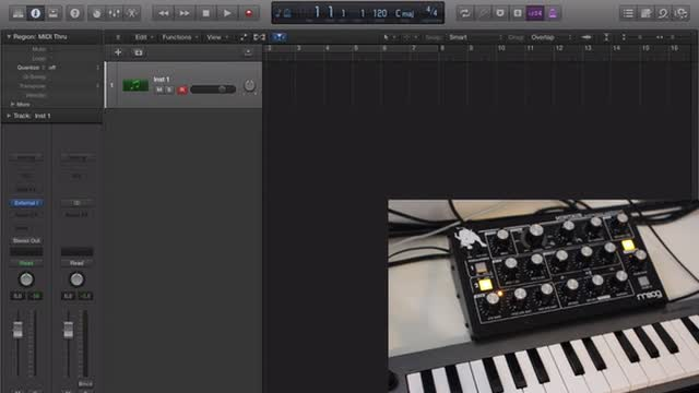 01 Setting Up The Moog Minitaur With Logic Pro
