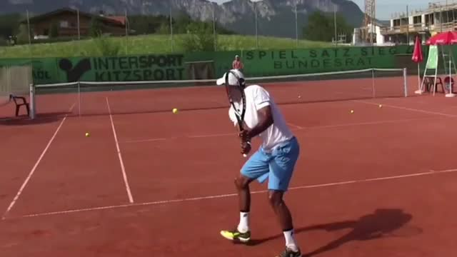 5 Things To Learn From Raven Klaasen's Two-Handed Backhand