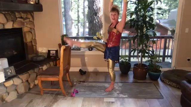 Barre w/ Wonder Woman   45 min
