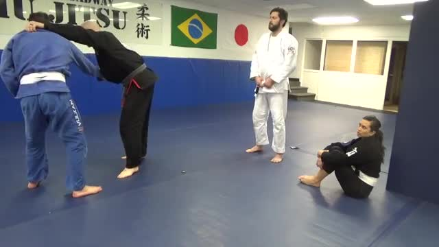Grip fighting to 2-on-1 control
