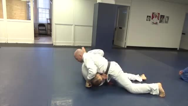 Knee slice counter to knee shield