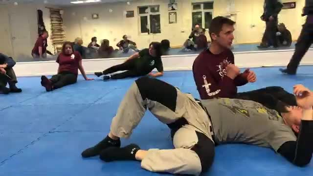 Knife on the ground - receive with the leg and strike with the arm