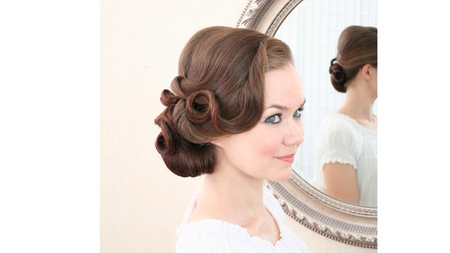 Vintage side do with 2 S curls