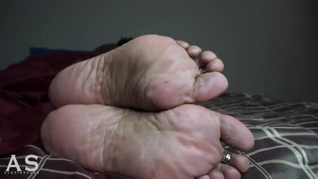 Momma 30 min Sleeping Foot Video.