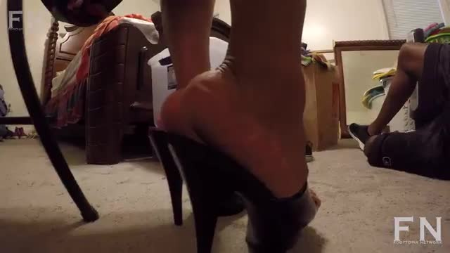 Mz Lynn Plump Feet In Black Platforms